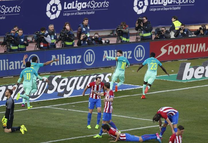 El año pasado, más de 3.7 millones de personas pudieron ver un duelo de la Liga Premier, a través de una transmisión en directo.(Daniel Ochoa de Olza/AP)