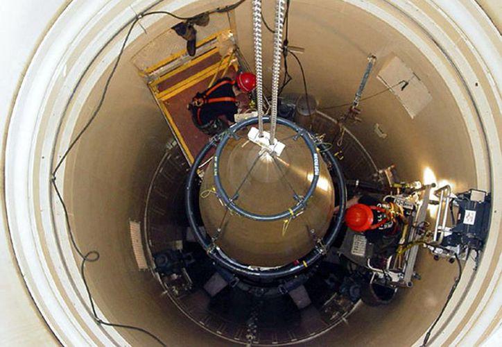 Los misiles de EU permanecieron desactivados o con la clave de ocho ceros hasta 1977, cuando Bruce Blair publicó un artículo en el que desvelaba los fallos en la seguridad en los silos. (Agencia)