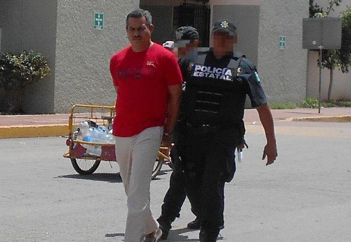 Raúl García Barrientos fue sentenciado a 18 años de prisión y otras sanciones que tendrá que cumplir. Imagen de la llegada del reo ante el juez. (Milenio Novedades)