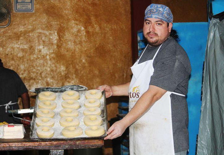 La panadería tradicional se realiza cocinado en horno de leña. (Foto: Octavio Martínez/SIPSE)