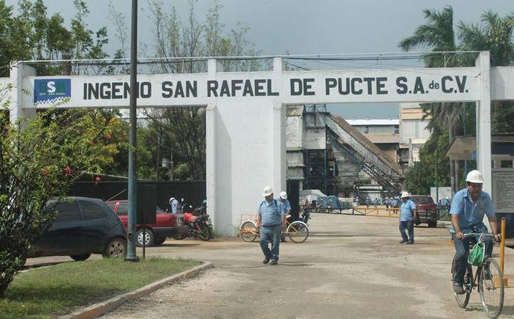 El sindicato nacional de la industria azucarera advierte que sus agremiados harán huelga si no se cumple su demanda. (Edgardo Rodríguez/SIPSE)