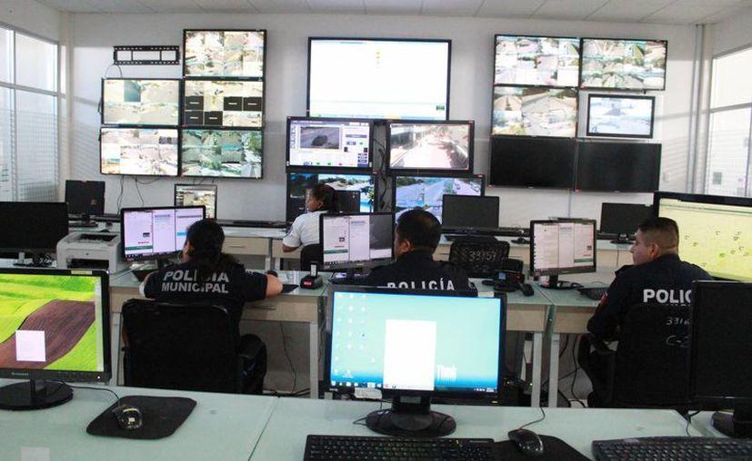 Refuerzan la seguridad atendiendo los reportes de emergencia. (Luis Soto/SIPSE)