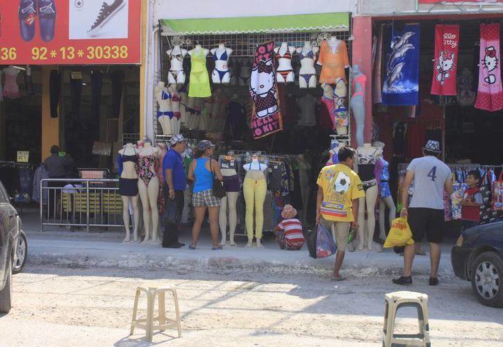 La PGR realiza operativos en la Zona Libre en busca de productos pirata de las marcas citadas. (Foto de Contexto/SIPSE)