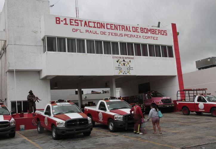 El heroico Cuerpo de Bomberos recibe visitas diarias de alumnos de diferentes escuelas del Estado. (Tomás Álvarez/SIPSE)
