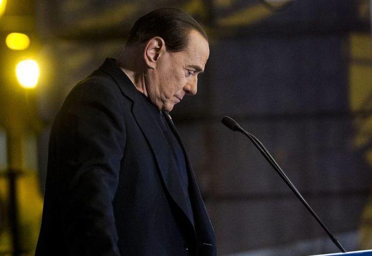 El exprimer ministro Silvio Berlusconi fue acusado de cargos de corrupción por sobornar a un senador para favorecer su alianza de centro-derecha en el Parlamento hace una década. (Archivo/AP)