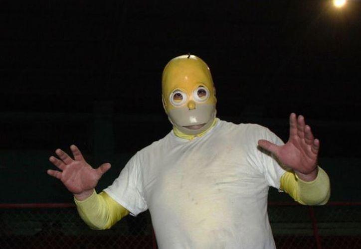 El  personaje de Homero Simpson ha causado sensación entre los aficionados de la Lucha Libre. (Foto: Twitter)
