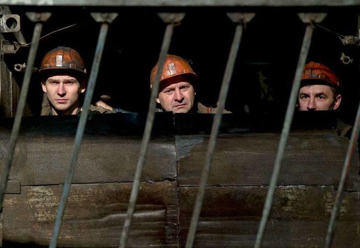 Una explosión en mina de Donetsk, Ucrania, dejó atrapados a más de 200 mineros. Reportan al menos un muerto. (AP)