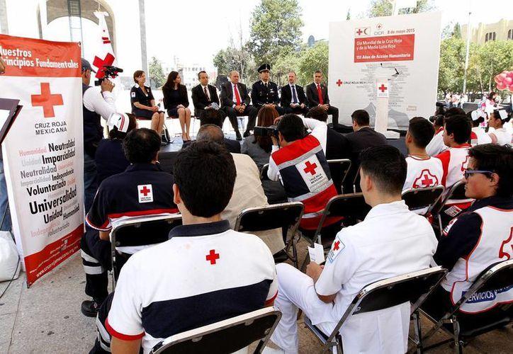 En México, la conmemoración del Día Mundial de la Cruz Roja se llevó a cabo en el Monumento a la Revolución. (Notimex)