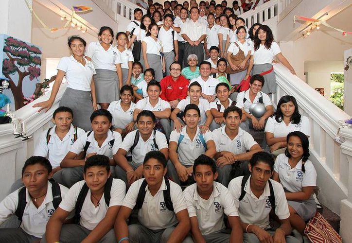 Informan y sensibilizan a los jóvenes en la cultura de la legalidad. (Cortesía/SIPSE)