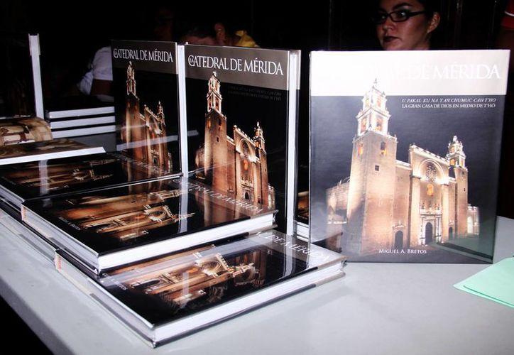 Se editaron 308 ejemplares consta de 316 páginas  y se vende en la iglesia de Cristo Resucitado a un precio de  750.00 pesos. (Milenio Novedades)