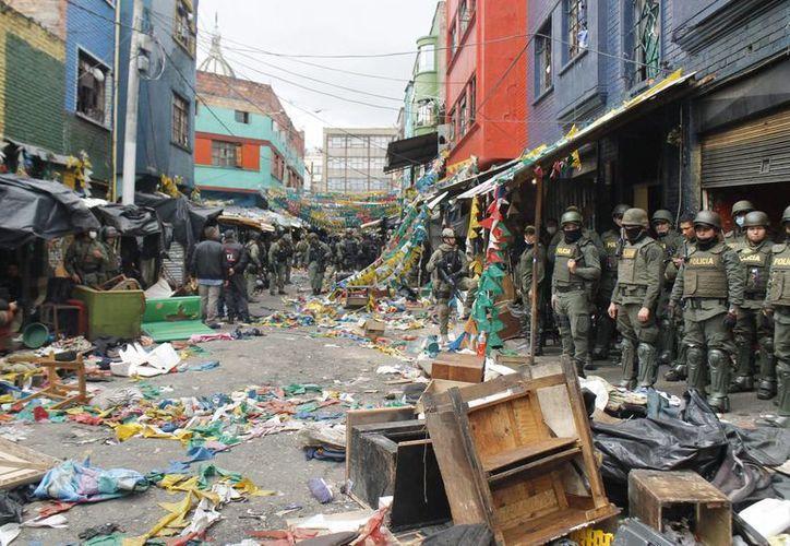 Un operativo sin precedentes desmanteló las estructuras criminales en la temible calle Bronx de Bogotá. El negocio de la mafia fue estimada en más de un millón 500 mil dólares al mes. (Fotos: Notimex)