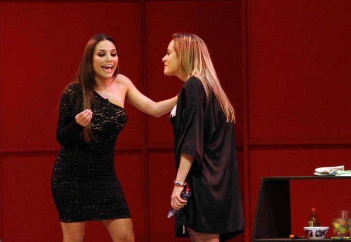 Fabiola Campomanes y Roxana Castellanos divirtieron al público. (Christian Ayala/SIPSE)