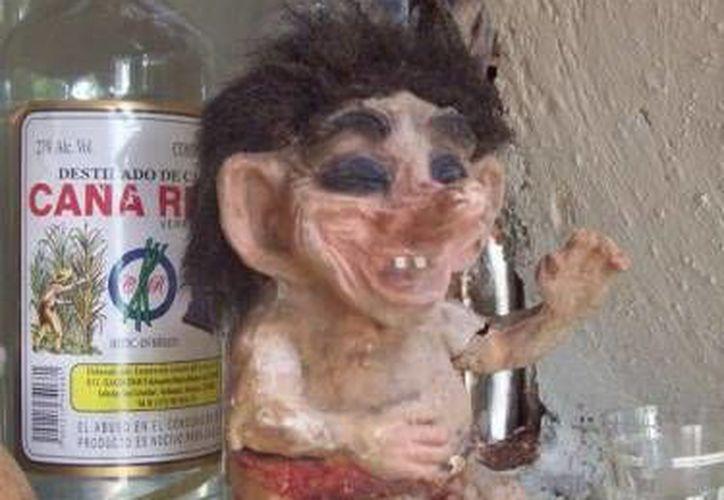 Un alux similar al de esta foto se encuentra en el Museo Paranormal de Mérida junto con un muñeco, Tiago, al que 'cuida'. (SIPSE)