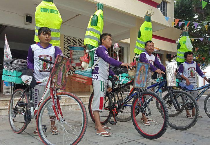 Cinco jóvenes peregrinos arribaron a Cancún desde la Zona Maya en devoción a la Virgen de Guadalupe. (Foto: Jesús Tijerina)