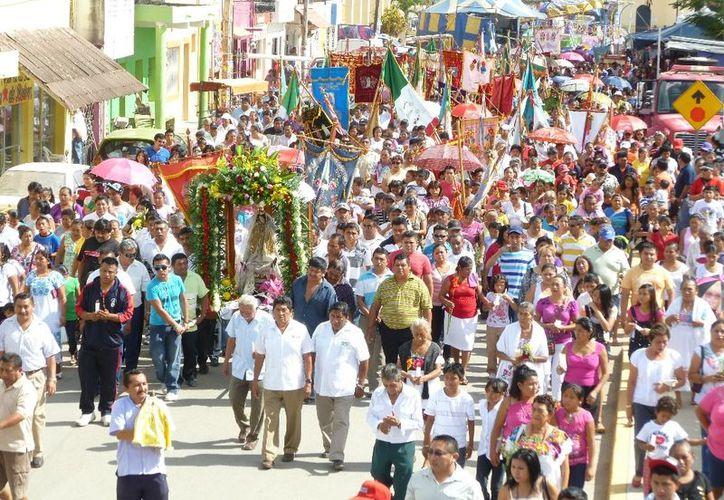Participaron en la procesión no sólo habitantes de Lázaro Cárdenas sino también de las comunidades cercanas. (Raúl Balam/SIPSE)