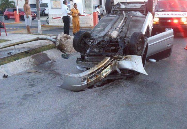 El conductor sufrió heridas menores. (Redacción/SIPSE)