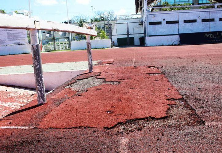 Esta no es la única infraestructura deportiva que se concluyó con muchas irregularidades. (Octavio Martínes/ SIPSE)