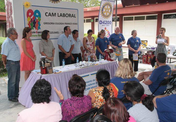 Evento de la entrega del equipo de cocina al CAM Laboral. (Julián Miranda/SIPSE)