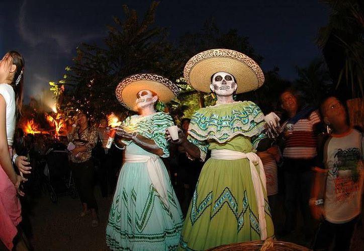 """El grupo de danza """"Silla móvil"""" presentó su gira del 2014 """"Amor y muerte"""". (Foto/Internet)"""