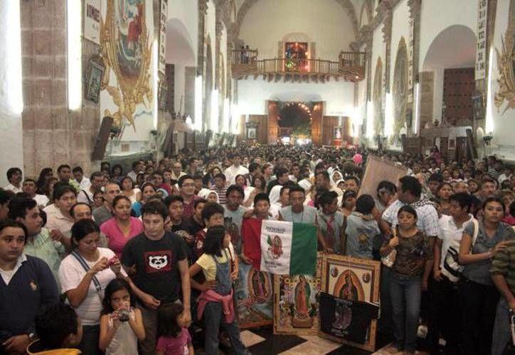 Jaime Guzmán Guzmán llegó a la igles de San Cristóbal en 1982. Imagen de archivo de las celebraciones a la Virgen de Guadalupe. (Archivo)
