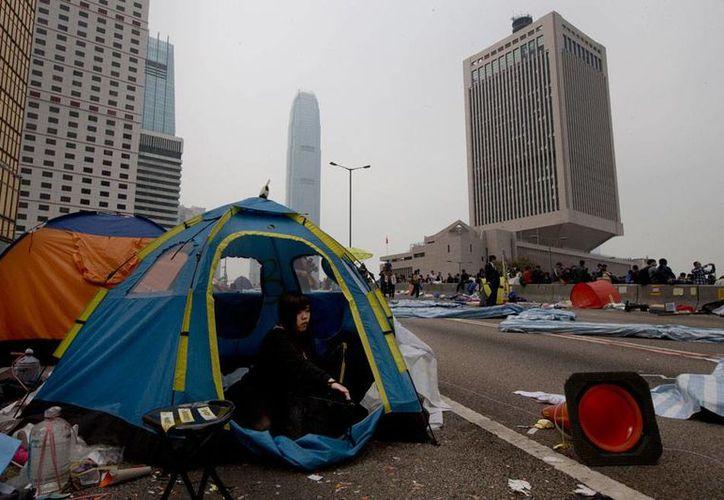 La policía desalojó a los últimos manifestantes de los campamentos que instalaron para protestar con miras a obtener mayores derechos políticos. En las áreas 'tomadas', sólo quedaron algunas tiendas de campaña y basura. (AP)