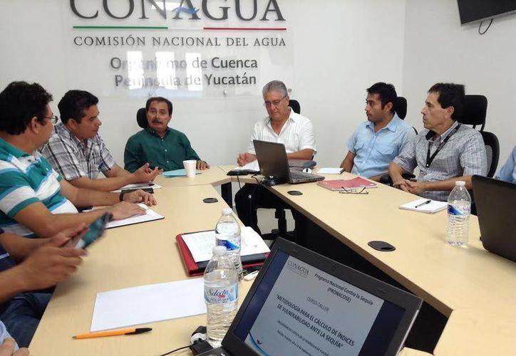 Expertos trabajan por disminuir los riesgos de la sequía. Imagen del taller que impartió la Conagua. (Milenio Novedades)