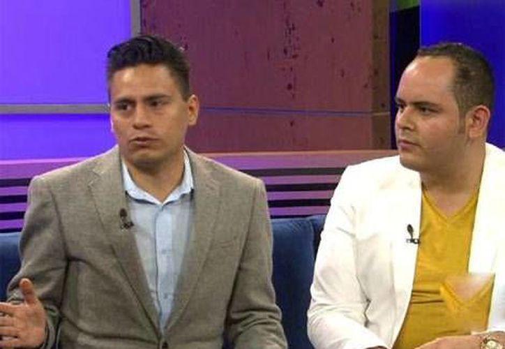 Los padres homosexuales de la niña expulsada dicen que ya tienen el apoyo de varias organizaciones.
