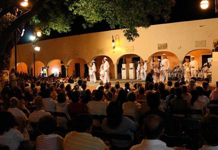 Los jueves por la noche, desde hace casi medio siglo, en Santa Lucía se puede disfrutar de la música yucateca... totalmente gratis. (merida.gob.mx)