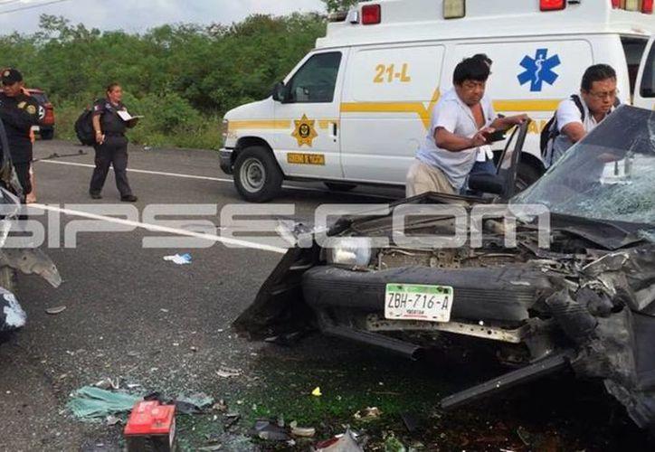 El accidente se registró en la carretera Motul-Mérida y dejó el saldo de un muerto y cinco lesionados. (SIPSE)