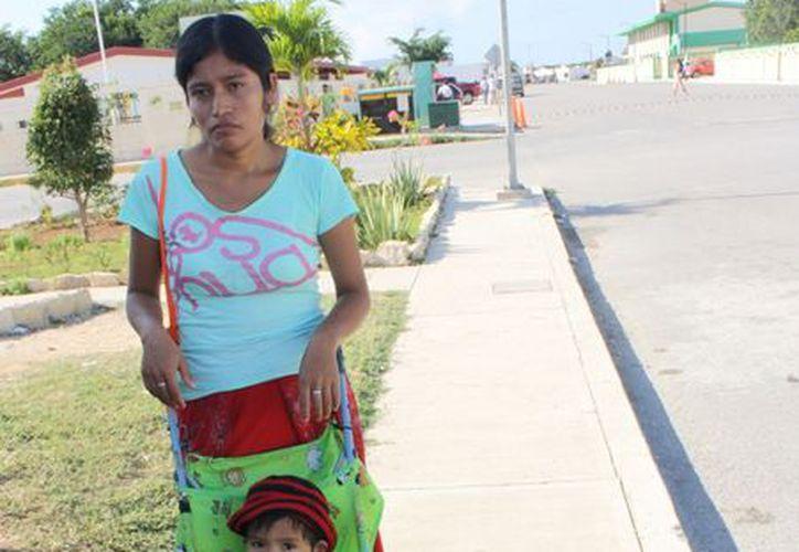 Bárbara Díaz Sánchez indicó que no cuenta con recursos para el pago de la cuota escolar. (Alida Martínez/SIPSE)