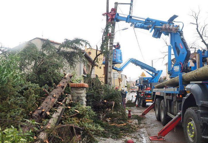 El tornado continuó desplazándose hasta la ciudad de de Fourques, en el norte, afectando a 24 viviendas. (RT)