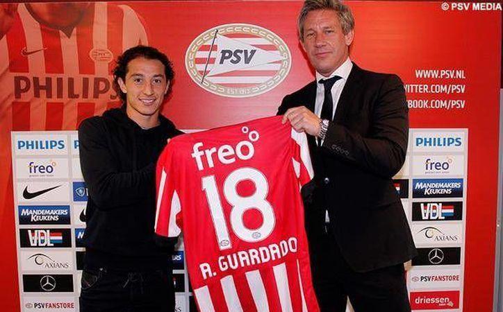Andrés Guardado jugará al menos hasta julio de 2015 con el PSV de Holanda. (Foto del PSV tomada de Twitter)