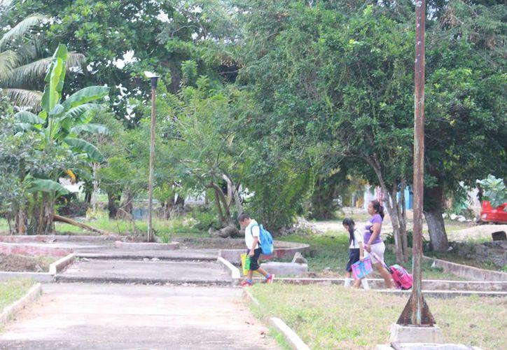 Habitantes señalan que en reiteradas ocasiones han  solicitado a las autoridades el mantenimiento del parque, pero hasta hoy no han recibido respuesta. (Jesús Caamal/SIPSE)