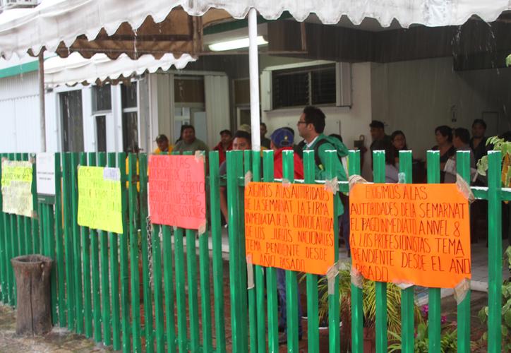 los burócratas exigen cambios en el tema de los escalafones, liberación de plazas por jubilación y defunción, entre otras. (Daniel Tejada/SIPSE)
