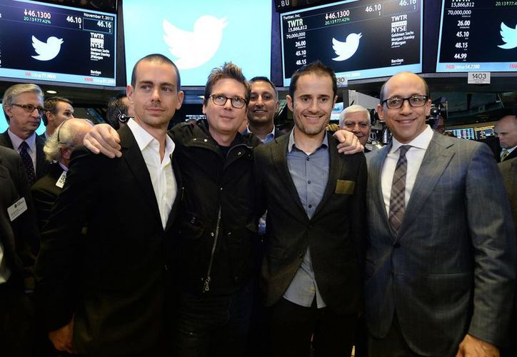 Jack Dorsey, Biz Stone y Evan Williams, tres de los cuatro fundadores de Twitter, junto a Dick Costolo, CEO de la red social. (independent.co.uk)