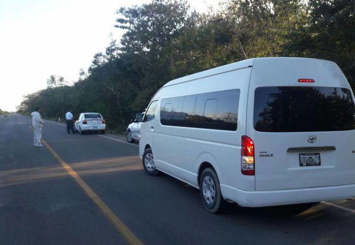 Exhortan a los taxistas por traer la unidad con sobrecupo. (Raúl Balam/SIPSE)