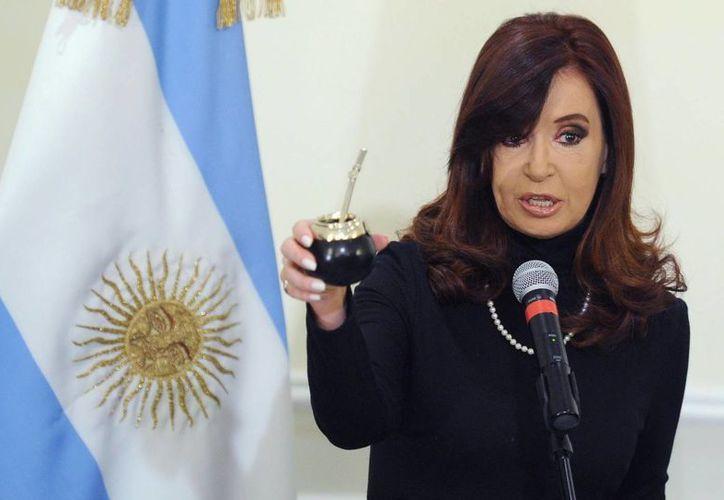 La administración de Cristina Fernández condenó la persistencia del Reino Unido en la realización de ejercicios militares. (EFE)