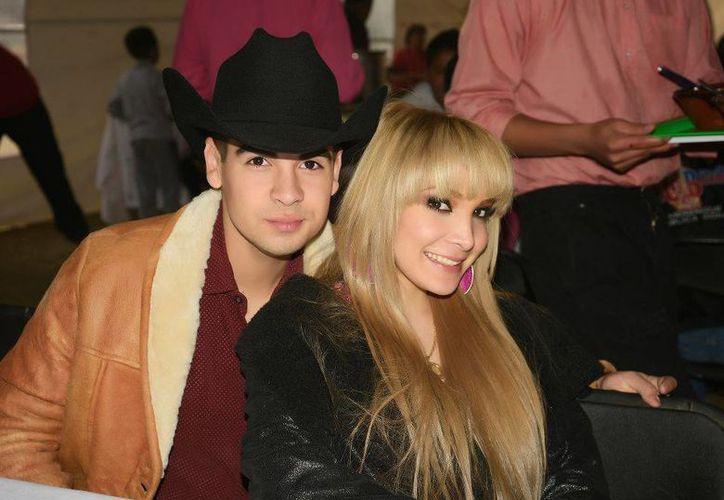Melissa Plancarte, que aquí aparece con su hermano Enrique, reconoció ser hija de 'Kike' Plancarte pero dijo que no lo veía desde hace 15 años. (Facebook)