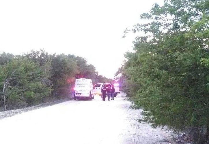 La camioneta que fue robada tras la balacera ocurrida el miércoles pasado en la Ruta 5, en Cancún, fue encontrada en Puerto Morelos. (Redacción/SIPSE)