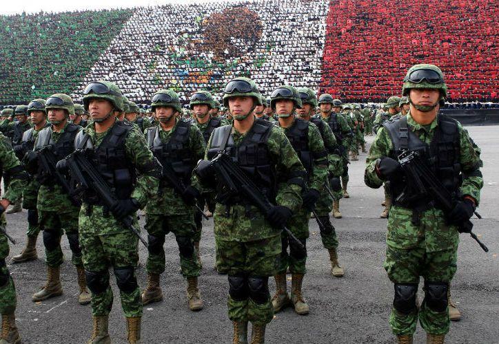 Los militares en formación durante el desfile. (StarMedia)