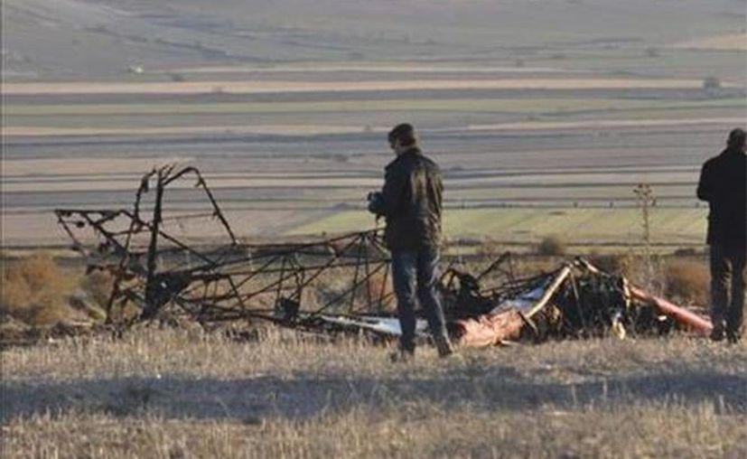 Los cuerpos de rescate solo pudieron confirmar la muerte del joven piloto de la aeronave. (Excélsior)