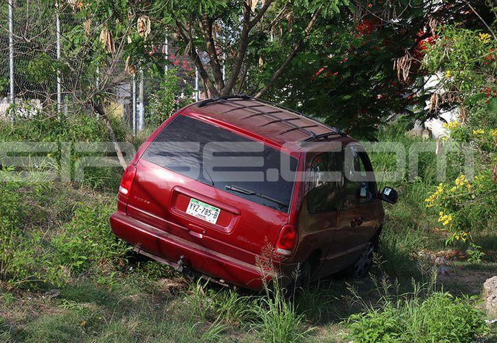 Fueron severos los daños materiales que dejó el accidente, aunque no hubo lesionados. (Aldo Pallota/SIPSE)
