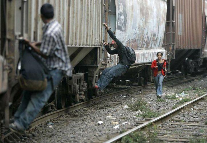 El secretario de Gobernación, Miguel Ángel Osorio Chong, adelantó que ya no permitirán que los migrantes centroamericanos aborden el tren en Chiapas y Tabasco hacia Estados Unidos. (Archivo/AP)
