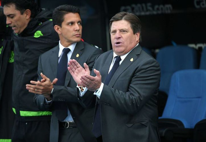 Sigue la pelea verbal entre el técnico del 'Tri' Miguel Herrera, y el periodista Christian Martinoli. En la imagen se aprecia a Herrera en el duelo de México contra Ecuador. (Notimex)