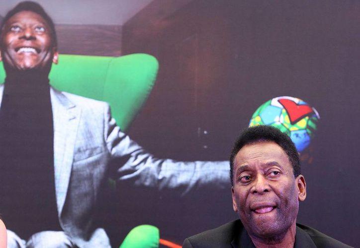 Los médicos dejaron a Pelé bajo observación para determinar si retoman o no el tratamiento renal al que era sometido. (EFE/Archivo)