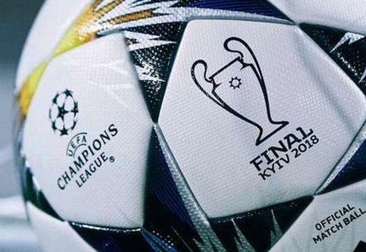 El balón está inspirado en el Estadio Nacional Olímpico en Kiev (en Ucrania), donde tendrá lugar la gran final. (Contexto/ Internet)