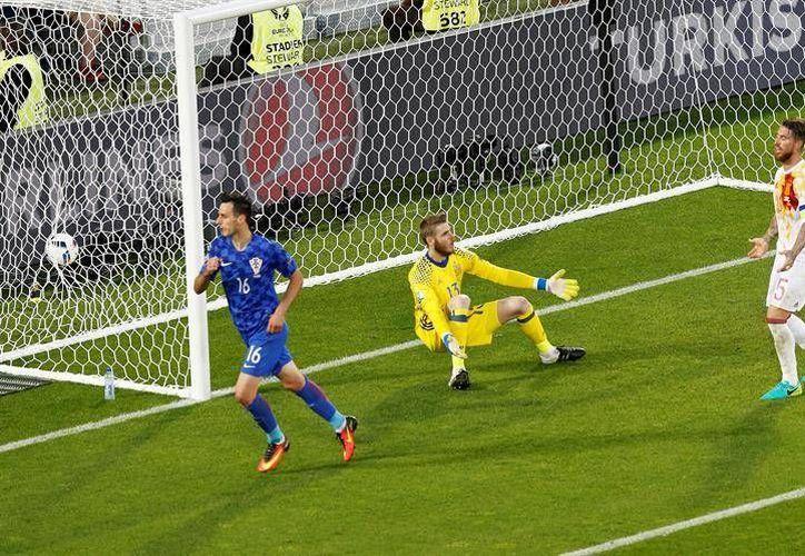 Nikola Kalinic celebra el gol del empate y posterior triunfo de Croacia sobre España. (EFE)