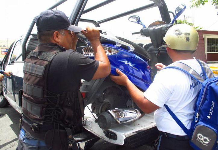 """La moto """"desvalijada"""" fue hallada en la entrada de Las Fncas, en Cozumel. (Irving Canul/SIPSE)"""