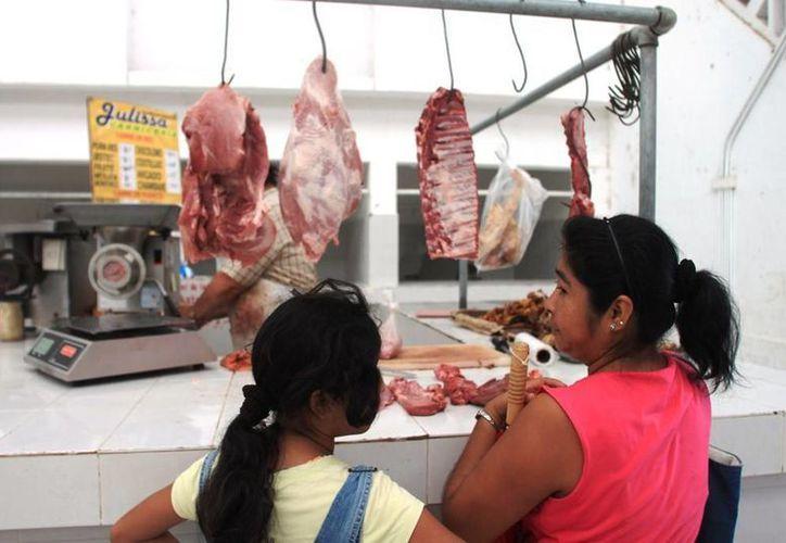 la carne de res está por encima de los 75 pesos el kilo; diversas familias se abstienen de consumirla. (Edgardo Rodríguez/SIPSE)