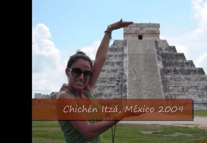 En redes sociales circula la versión de que Daniela Ayón viajaba en el avión de Germanwings que se estrelló en Francia; la mujer ha destacado en el área de superación persona y yoga y viajera frecuente. La imagen fue tomada de un video publicado en internet, en el que pueden verse fotos de los múltiples lugares que ha visitado, como Chichén Itzá, Yucatán.(YouTube)
